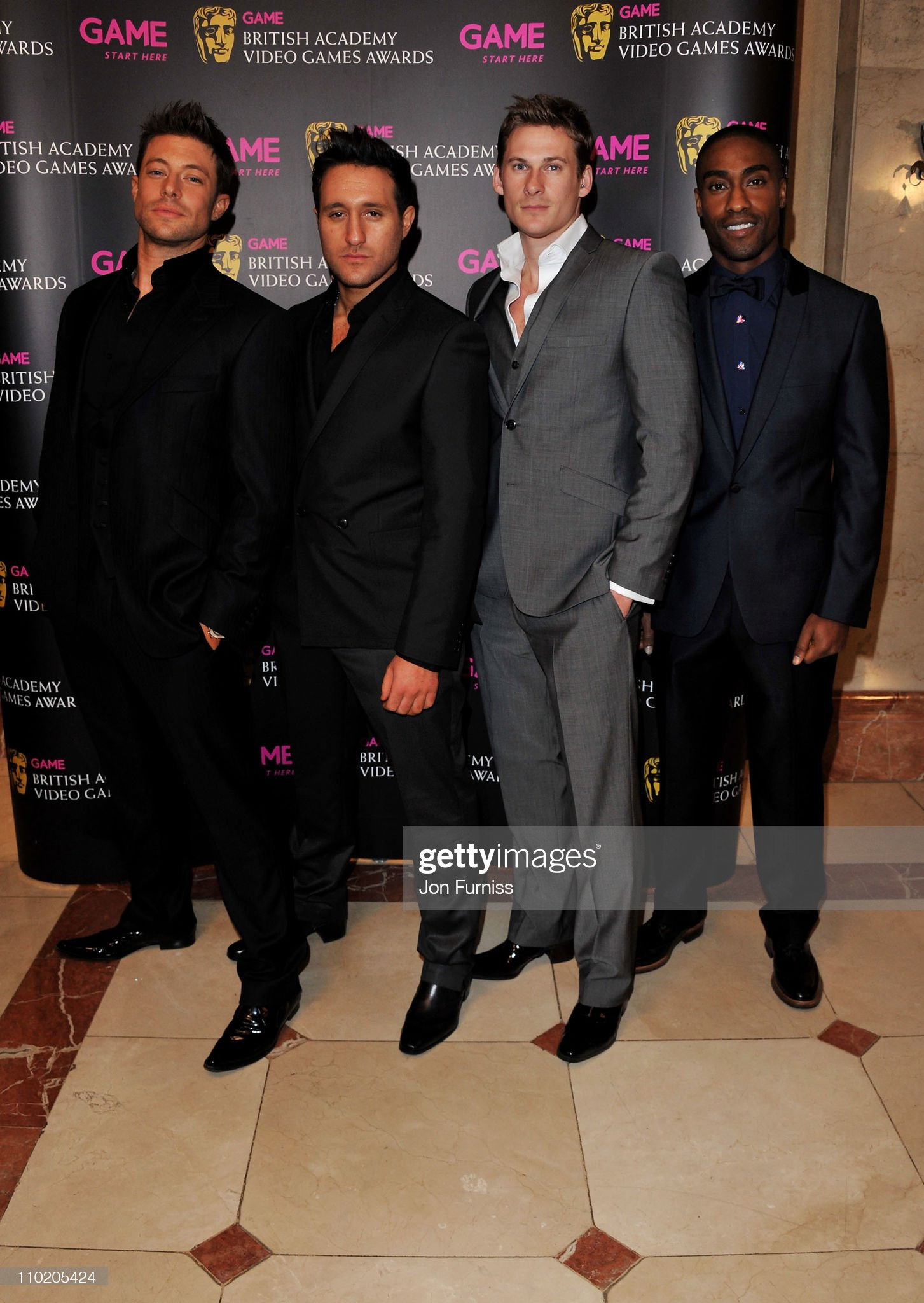 ¿Cuánto mide Antony Costa? - Real height Simon-webbe-lee-ryan-antony-costa-and-duncan-james-of-blue-attend-the-picture-id110205424?s=2048x2048