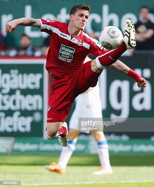 Simon Zoller of Kaiserslautern controles the ball during the Second Bundesliga match between 1 FC Kaiserslautern and VfL Bochum at FritzWalterStadion...
