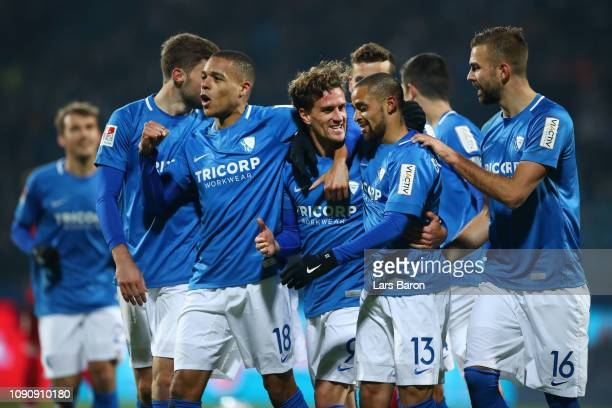 Simon Zoller of Vfl Bochum celebrates after scoring his team's first goal with his team mates during the Second Bundesliga match between VfL Bochum...