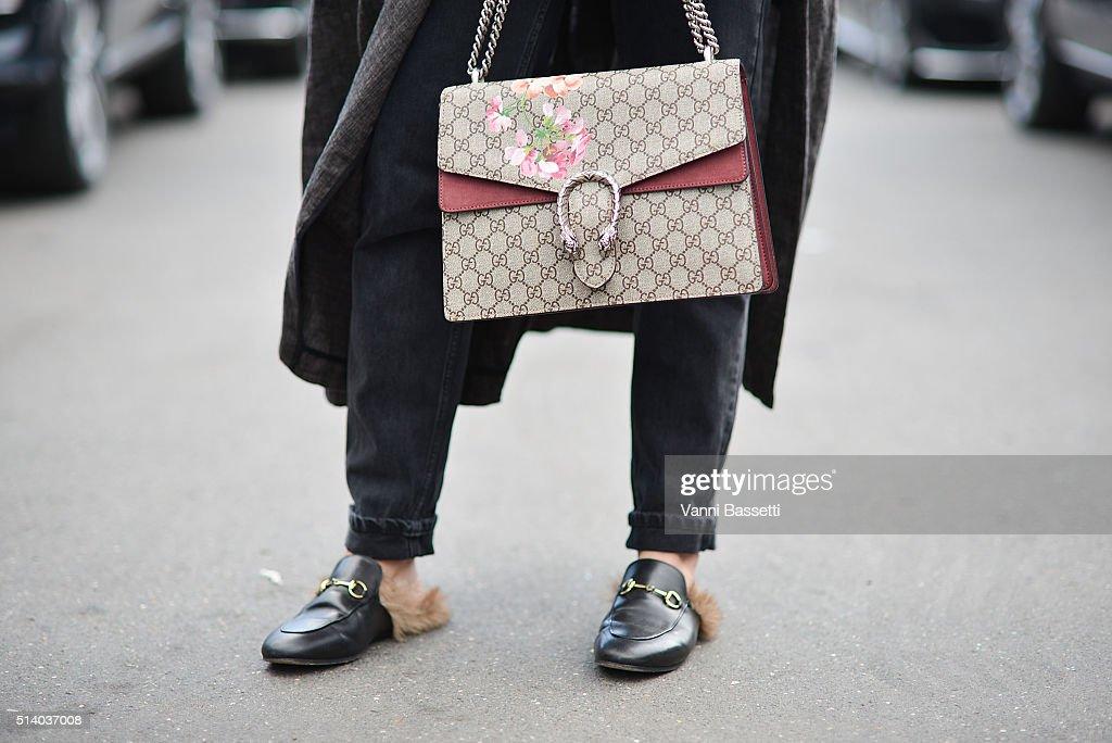 Street Style -Paris Fashion Week : Day Six Womenswear Fall Winter 2016/2017 : News Photo