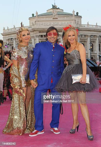 Simona Gandolfi Hubertus von Hohenlohe and Katja Burkhard attend the Life Ball 2012 AIDS charity fundraiser at City Hall on May 19 2012 in Vienna...