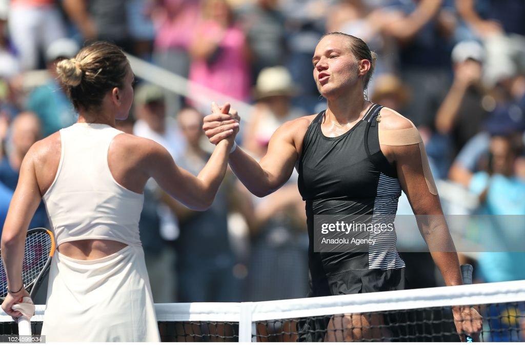 US Open: Simona Halep vs Kaia Kanepi : News Photo