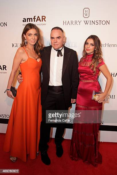 Simone AbdelnurReinaldo Lourenco and guest attend the 5th Annual amfAR Inspiration Gala at the home of Dinho Diniz on April 10 2015 in Sao Paulo...