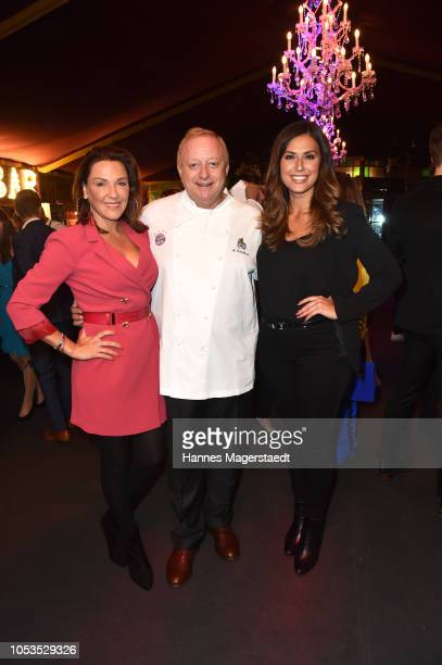 Simone Ballack Alfons Schuhbeck and Jana Azizi during the VIP premiere of Schuhbecks Teatro at Spiegelzelt on October 25 2018 in Munich Germany