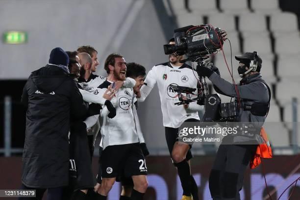 Simone Bastoni of Spezia Calcio celebrates the victory after during the Serie A match between Spezia Calcio and AC Milan at Stadio Alberto Picco on...