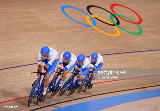 Simone Consonni, Filippo Ganna, Francesco Lamon and Jonathan Milan of Team Italy sprint to set a new World record during the Men's team pursuit...