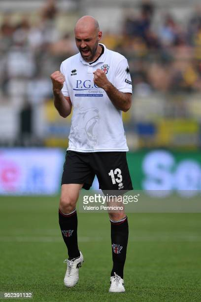 Simone Gozzi of Pro Vercelli FC celebrates victory at the end of the serie B match between Pro Vercelli FC and Parma Calcio at Stadio Silvio Piola on...