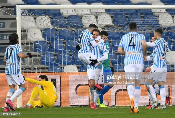 Simone Missiroli of SPAL celebrates with team mates after scoring the opening goal during the Coppa Italia match between US Sassuolo and SPAL at...