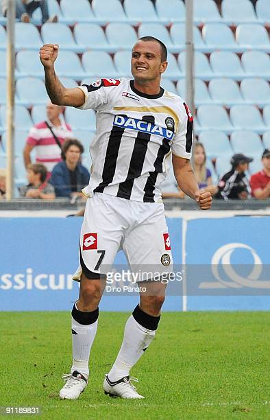 Simone Pepe of Udinese Calcio celebrates after scoring Udinese's second goal during the Serie A match between Udinese Calcio and Genoa CFC at Stadio...