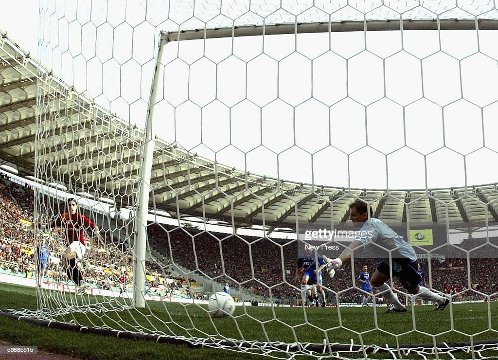 Simone Perrotta of Roma scores a goal during the Serie A match between AS Roma and Empoli at the Stadio Olimpico on February 19, 2005 in Rome, Italy.