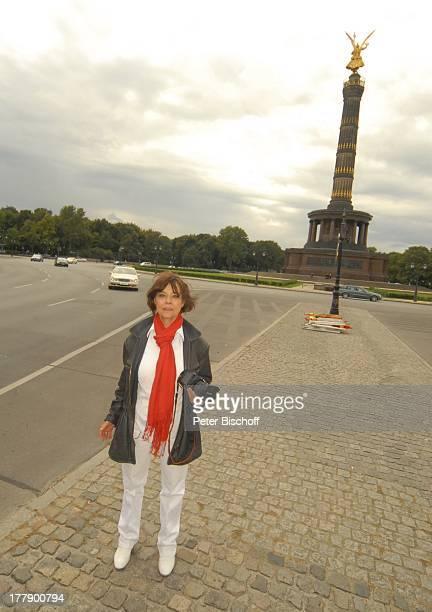 """Simone Rethel , """"Straße des 17.Juni"""", Platz """"Am großen Stern"""", Stadtviertel Tiergarten, Dreharbeiten zum Internet-Musik-Video J o h a n n e s H e e s..."""