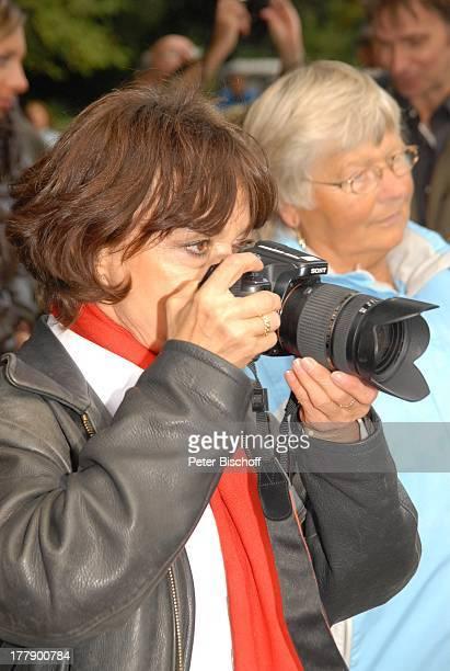 Simone Rethel Zuschauer Dreharbeiten zum InternetMusikVideo J o h a n n e s H e e s t e r s mit G i n a L i s a L o h f i n k für AutoLeasingKampagne...
