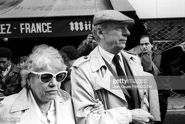 Simone Signoret Yves Montand at the Rally against an attack antiSemitic happened in the Jewish Film Festival in Paris France on March 31st 1986
