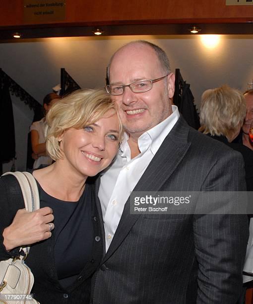 Simone Solga und Name auf Wunsch TheaterGala 'Das große Kleinkunstfestival für Kabarett Comedy und Musik' der Wühlmäuse 2010 mit Feier zum...