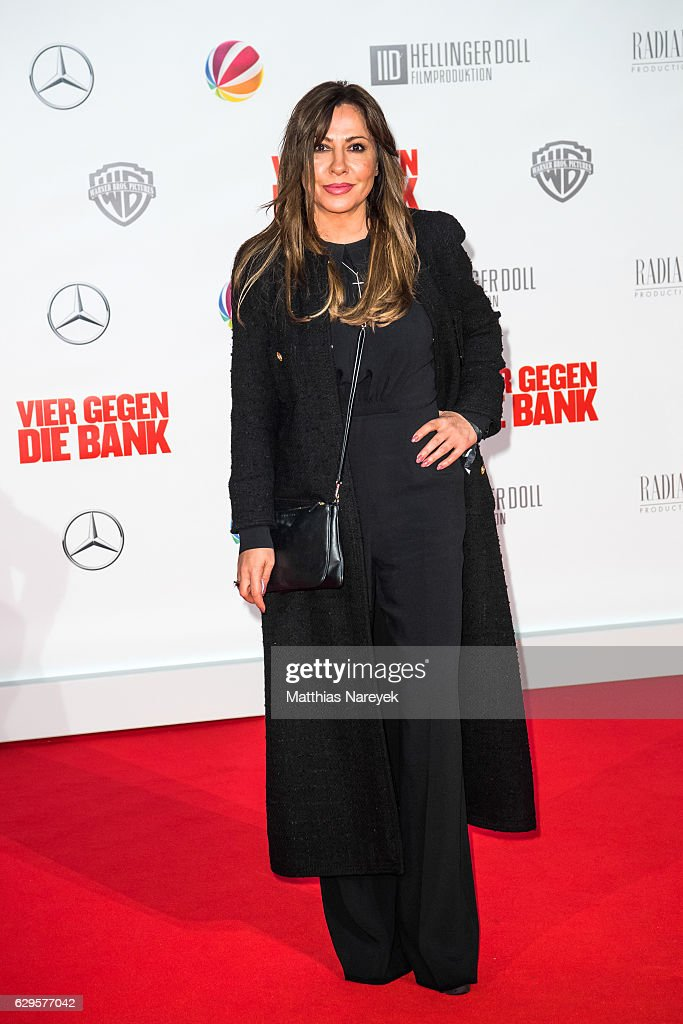 Simone Thomalla attends the German premiere of the film 'Vier gegen die Bank' at CineStar on December 13, 2016 in Berlin, Germany.
