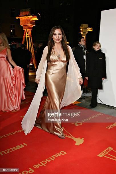 Simone Thomalla Bei Der Verleihung Der 42 Goldenen Kamera In Der Ullstein Halle In Berlin Am 010207