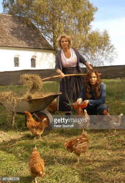 Simone Thomalla Michaela May ZDFKomödie Für immer Frühling alter Titel Die Dorfhelferin Hausham Bayern Deutschland Europa Film Bauernhof Heu...