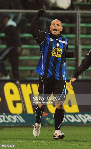 Simone Tiribocchi of Atalanta BC celebrates his goal during the Serie A match between Atalanta and Inter Milan at Stadio Atleti Azzurri d'Italia on...