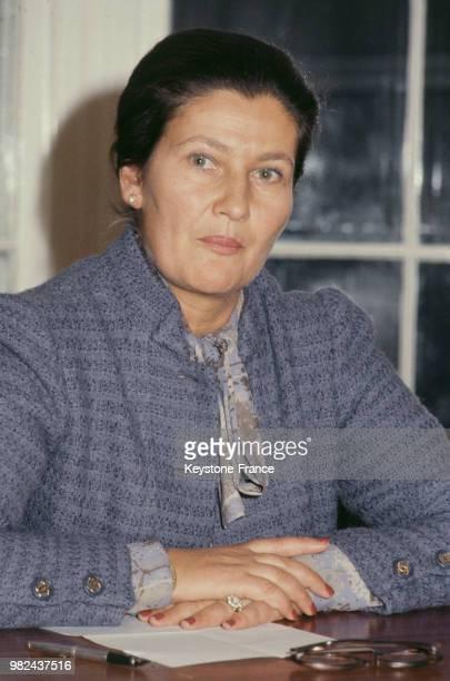 Simone Veil président du Parlement européen lors de sa conférence de presse à Londres en Angleterre au RoyaumeUni le 7 novembre 1980