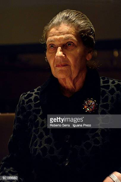 Simone Veil receives the Sigillum Magnum of the University of Bologna by the Magnifico Rettore Pier Ugo Calzolari at aula magna of Santa Lucia on...
