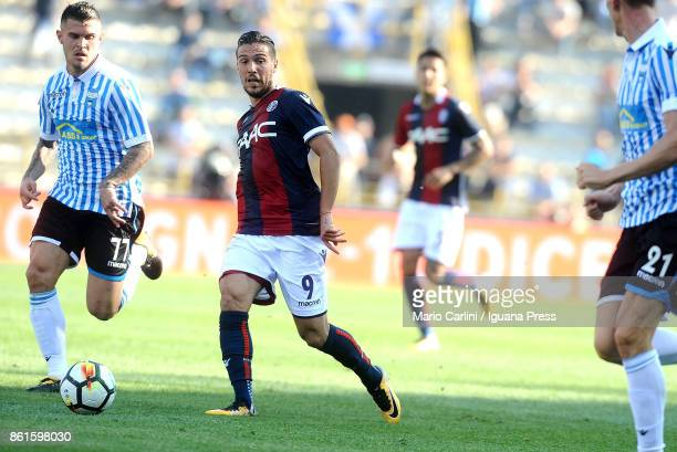 Simone Verdi of Bologna FC in action during the Serie A match between Bologna FC and Spal at Stadio Renato Dall'Ara on October 15 2017 in Bologna...