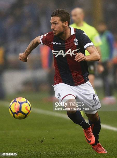 Simone Verdi of Bologna FC in action during the Serie A match between Bologna FC and UC Sampdoria at Stadio Renato Dall'Ara on November 25 2017 in...