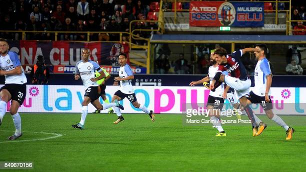Simone Verdi of Bologna FC scores the opening goal during the Serie A match between Bologna FC and FC Internazionale at Stadio Renato Dall'Ara on...