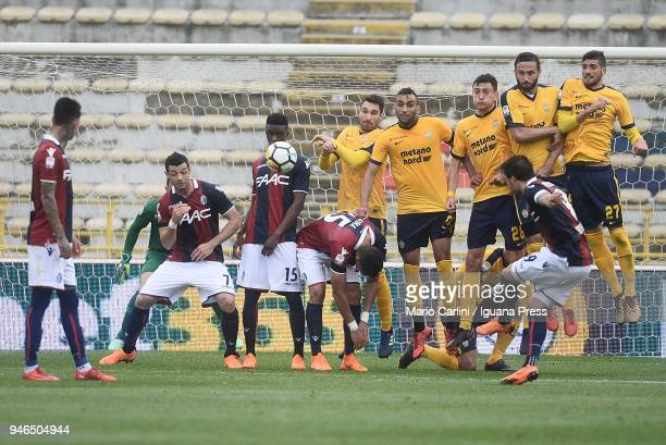 Simone Verdi of Bologna FC scores the opening goal during the serie A match between Bologna FC and Hellas Verona FC at Stadio Renato Dall'Ara on...