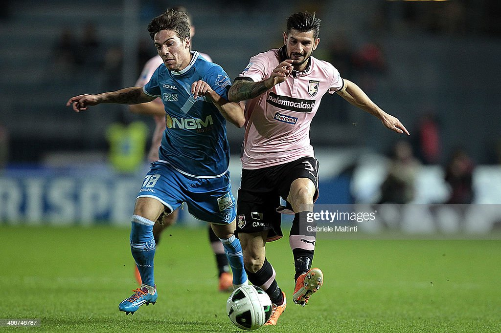 Simone Verdi of Empoli Fc battles for the ball with Eros Pisano of US Citta di Palermo during the Serie B match between Empoli FC and US Citta di Palermo at Stadio Carlo Castellani on February 3, 2014 in Empoli, Italy.