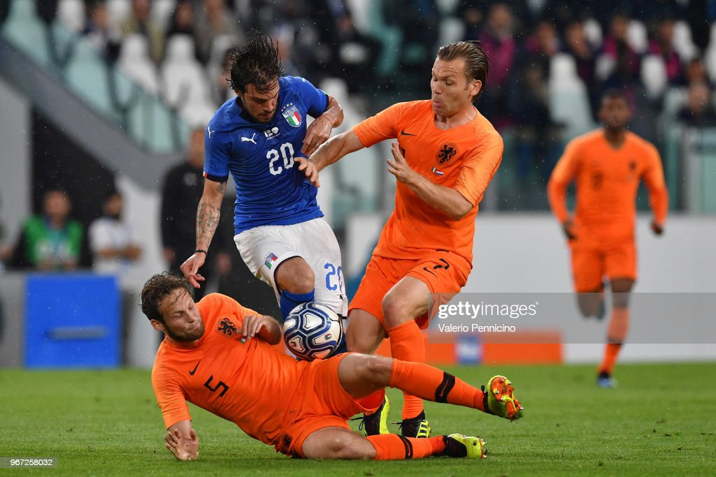 Simone Verdi of Italy competes for the ball with Daley Blind and Hans Hateboer of Netherlands during the International Friendly match between Italy and Netherlands at Allianz Stadium on June 4, 2018 in Turin, Italy.