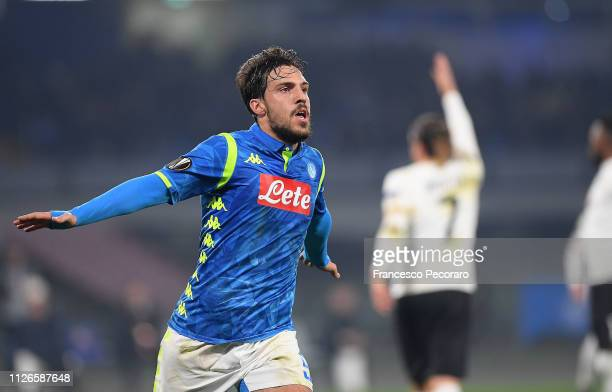 Simone Verdi of SSC Napoli celebrates after scoring the first goal of his team during the UEFA Europa League Round of 32 Second Leg match between SSC...