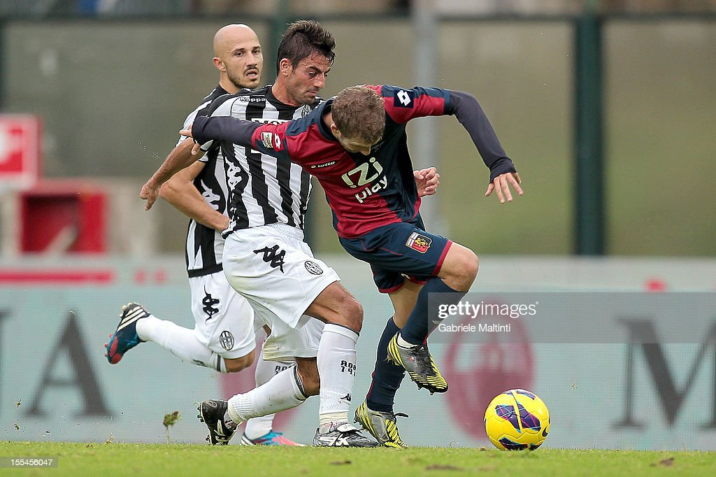 Simone Vergassola of AC Siena fights for the ball with Felipe Seymour of Genoa CFC during the Serie A match between AC Siena and Genoa CFC at Stadio Artemio Franchi on November 4, 2012 in Siena, Italy.