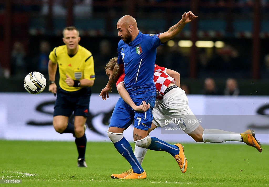 Simone Zaza of Italy #7 and Domagoj Vida of Croatia compete for the ball during the EURO 2016 Group H Qualifier match between Italy and Croatia at Stadio Giuseppe Meazza on November 16, 2014 in Milan, Italy.