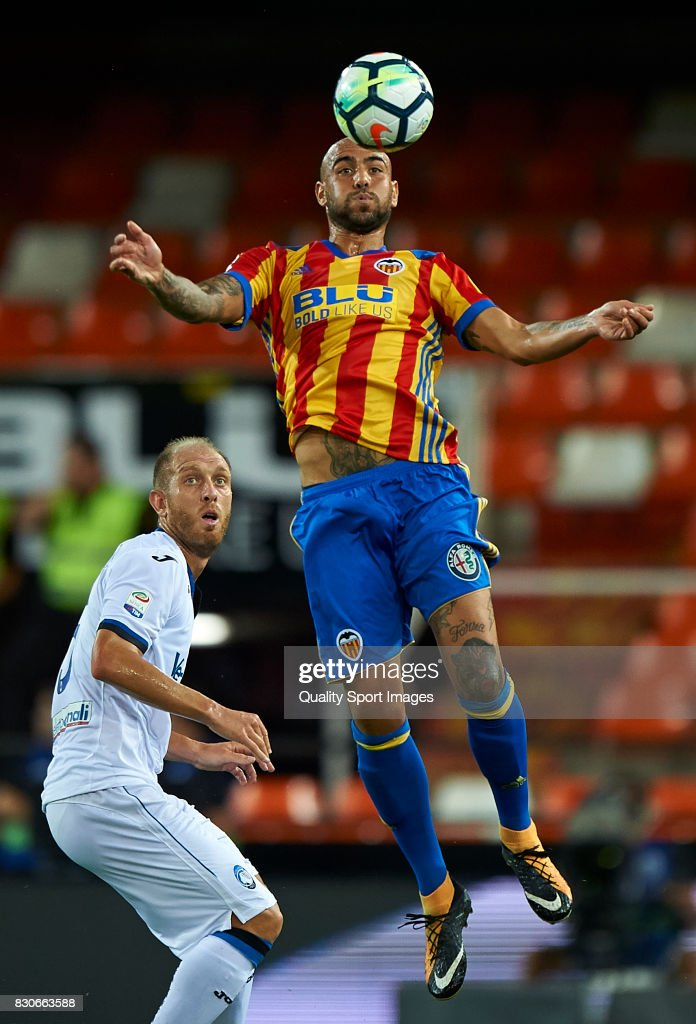 Simone Zaza (R) of Valencia competes for the ball with Andrea Masiello of Atalanta during the pre-season friendly match between Valencia CF and Atalanta BC at Estadio Mestalla on August 11, 2017 in Valencia, Spain.