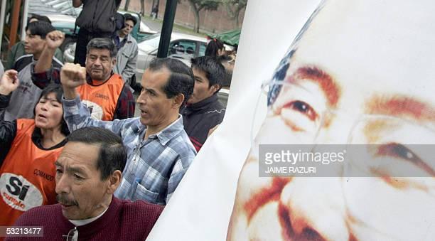 Simpatizantes del partido del ex presidente peruano Alberto Fujimori Si Cumple se manifiestan contra la detencion del ex ministro de Agricultura del...