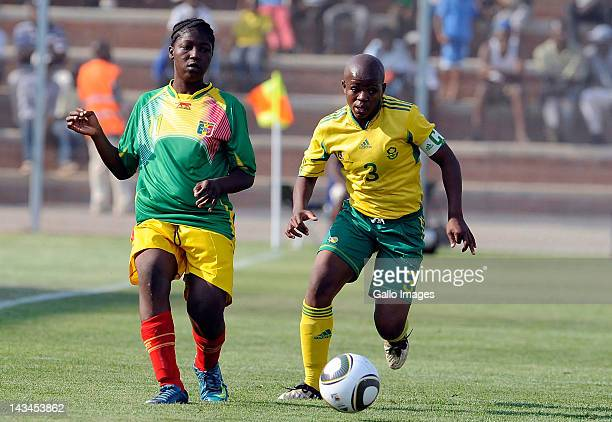 Simphiwe Dludlu of South Africa and Kebe Traore of Mali compete for the ball during the international friendly match between South Africa and Mali at...