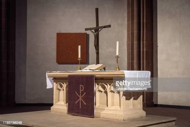 simple christian church altar - 中南米 ストックフォトと画像