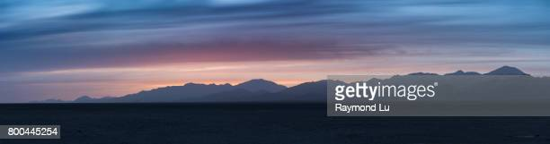 simple panorama of mountain and desert at dusk - blue hour stock-fotos und bilder