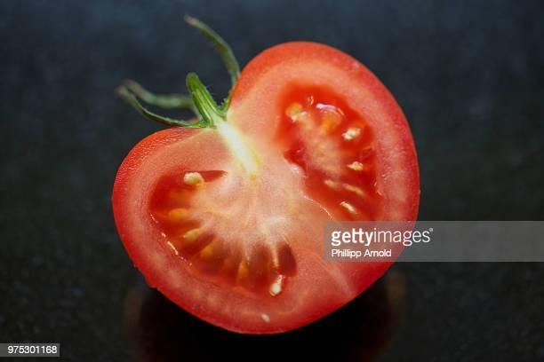 simple tomatoe - tomato stock-fotos und bilder
