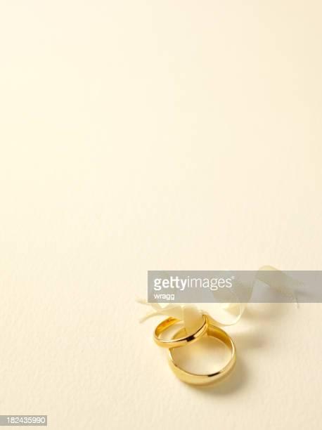 Einfach zwei Goldene Hochzeit Ringe