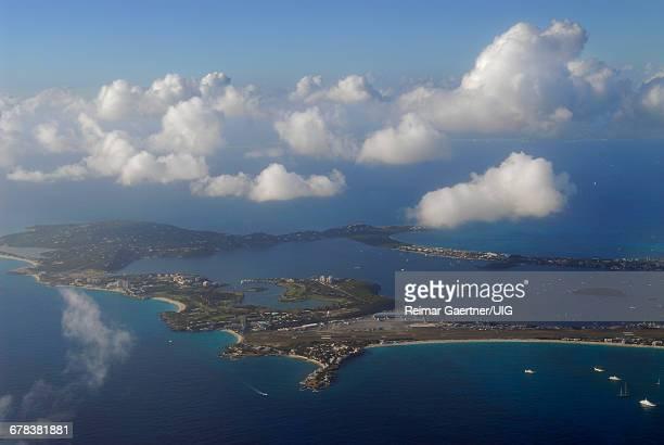 simpson bay lagoon - sint maarten caraïbisch eiland stockfoto's en -beelden
