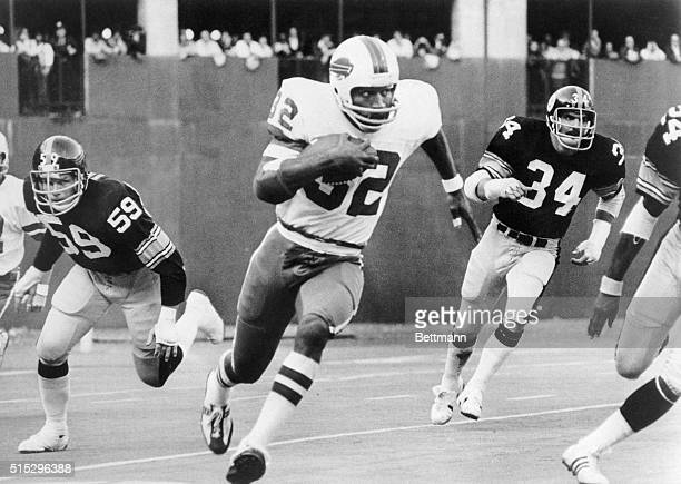 Simpson breaks away from Steeler tacklers Jack Russell and Andy Russell to run 87-yards for a touchdown in the third quarter of the game.