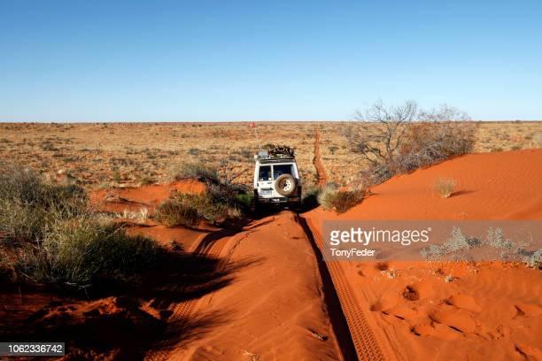 desierto de simpson, australia. - territorio del norte fotografías e imágenes de stock