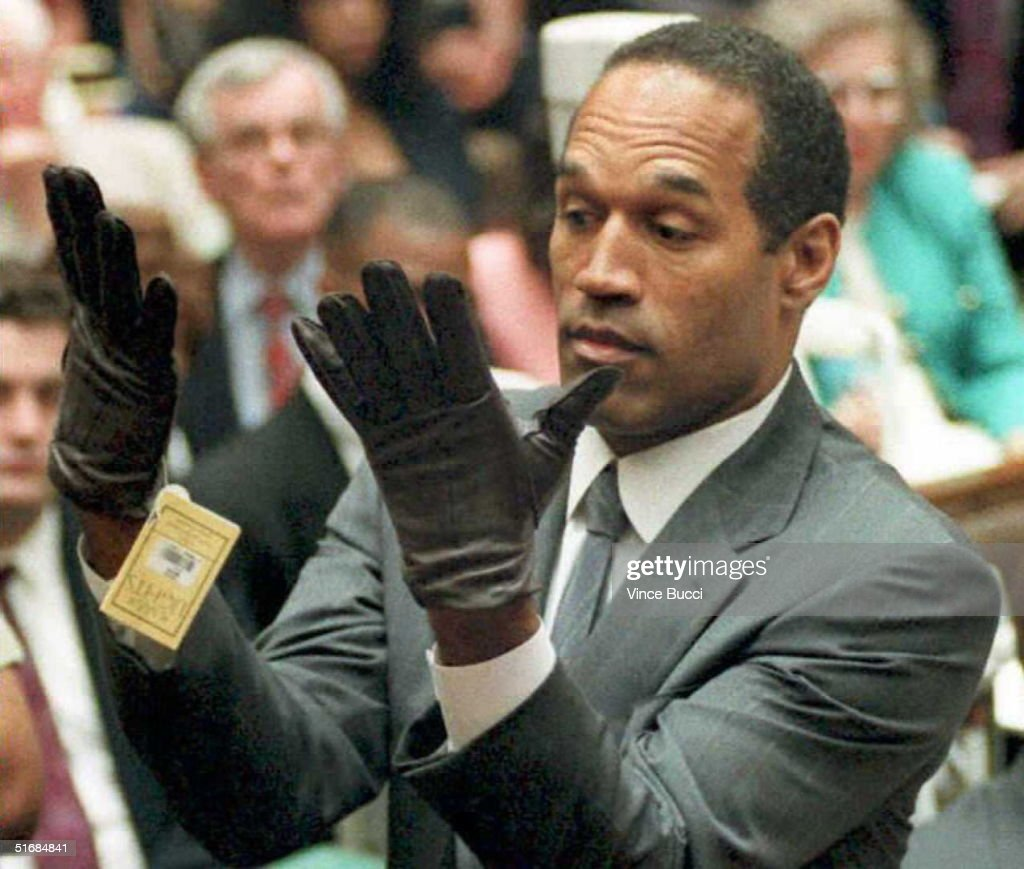 (YEARENDER 13) O.J. Simpson looks at a new pair of : News Photo
