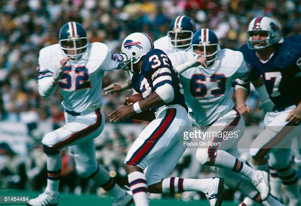 J Simpson of the Buffalo Bills in a game against the Denver Broncos on October 1975 in Buffalo New York