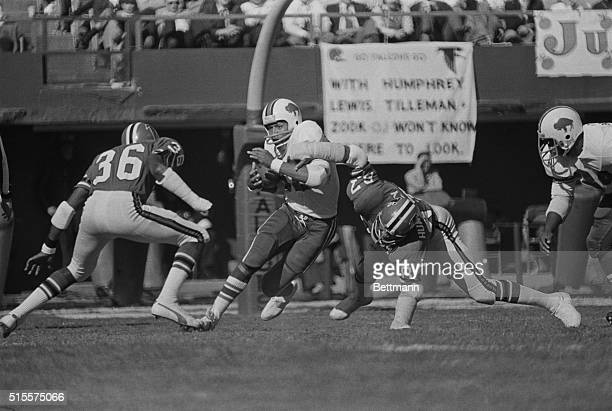 Simpson playing with the Buffalo Bills against the Atlanta Falcons. Photograph, 12/2/73.