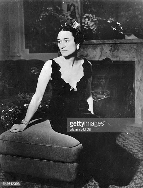 Simpson Wallis *19061896Herzogin von Windsor USAverheiratet mit Edward VIII von GB seit 1936 Ganzkoerperaufnahme in ihrem Salon im Hotel 'Kaiserhof'...