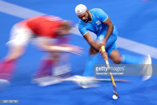 Simranjeet Singh of Team India runs with the ball whilst under pressure from Christopher Griffiths of Team Great Britain during the Men's...