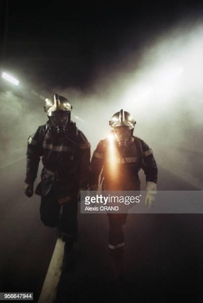 Simulation d'un incendie de voiture lors d'un accident dans le tunnel de Fourvière le 7 décembre 1999 à Lyon France