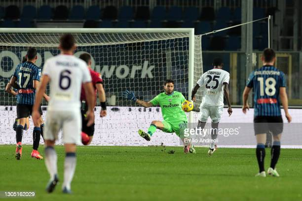 Simy Nwankwo of F.C. Crotone scores their team's first goal past Marco Sportiello of Atalanta BC during the Serie A match between Atalanta BC and FC...